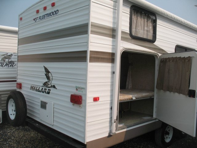 USED 2005 FLEETWOOD MALLARD 240BH - Overview | Berryland Campers